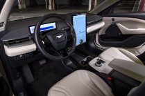 2022-Ford-Mustang-Mach-E-edice-Frost-White- (4)