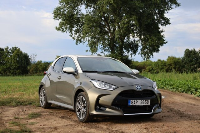 test-2021-toyota-yaris-hybrid- (1)