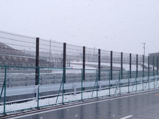 鈴鹿サーキット雪