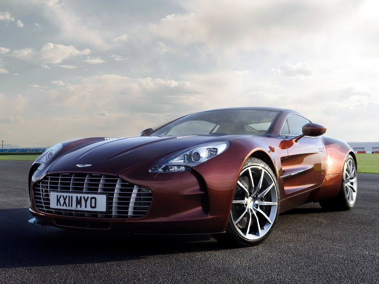 Latest Aston Martin One 77 Specs Photos 2009 2010 2011 Free Download