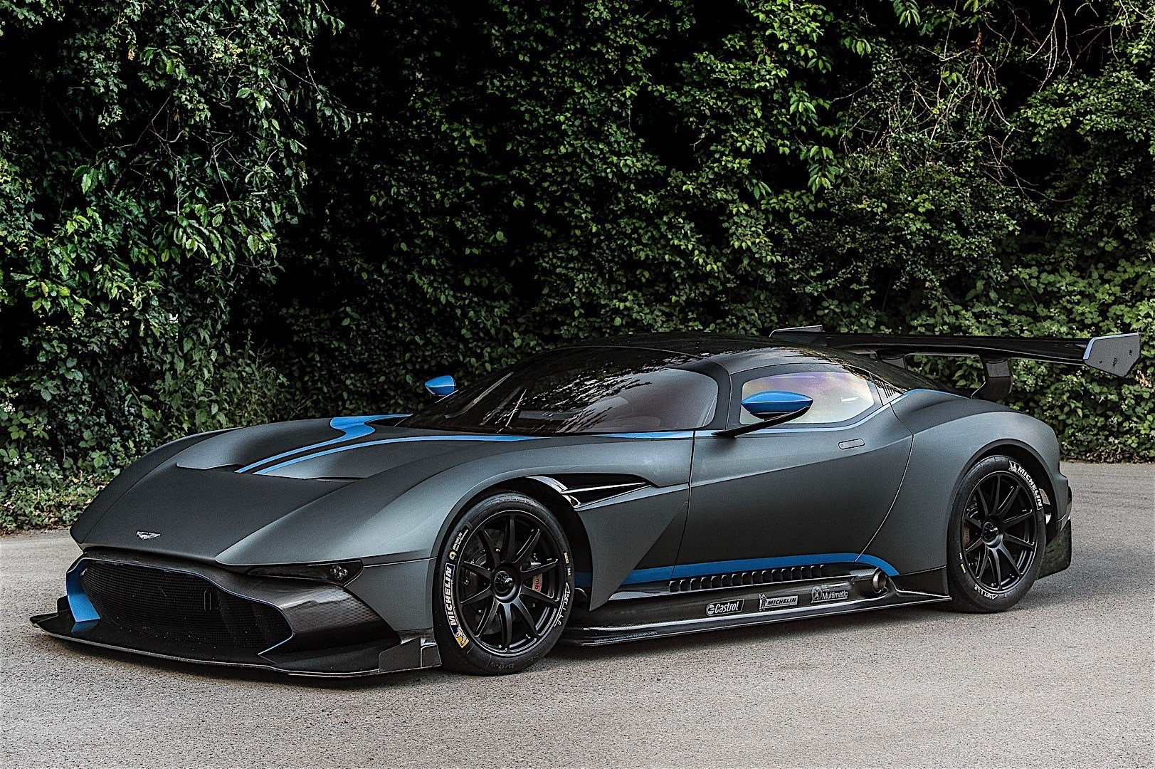 Latest Aston Martin Vulcan Specs Photos 2016 2017 2018 Free Download