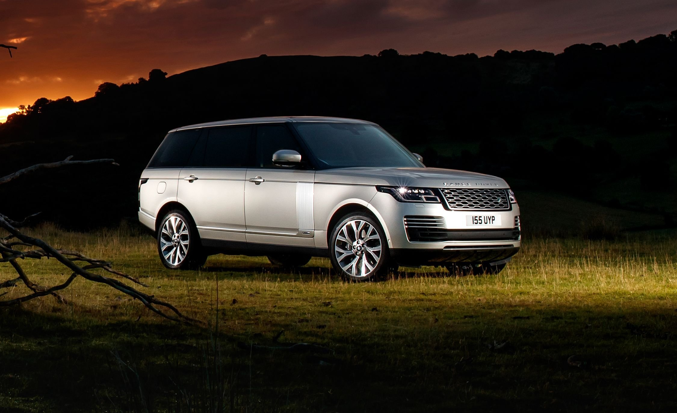 Latest 2019 Range Rover P400E Photos And Info News Car And Driver Free Download