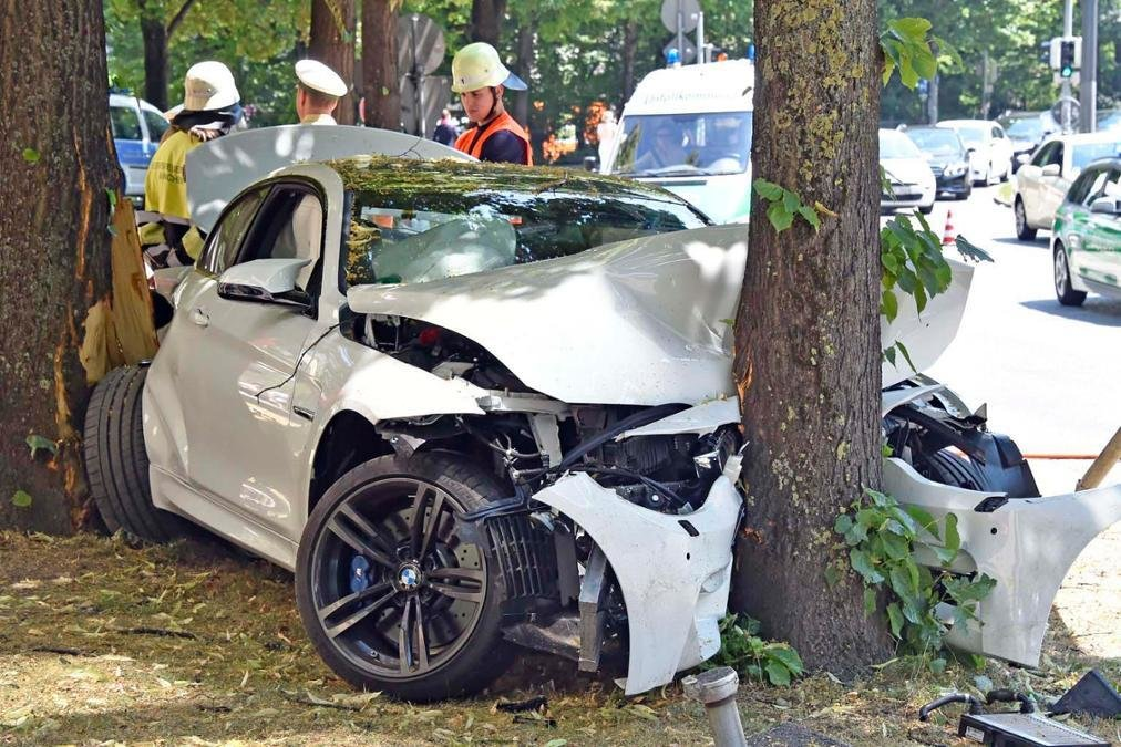 Latest Bmw M4 Crashes Into A Tree In Munich Gtspirit Free Download