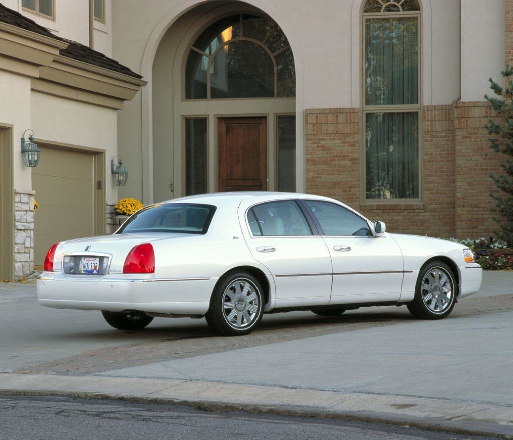 Latest 2011 Lincoln Town Car Information And Photos Zombiedrive Free Download Original 1024 x 768
