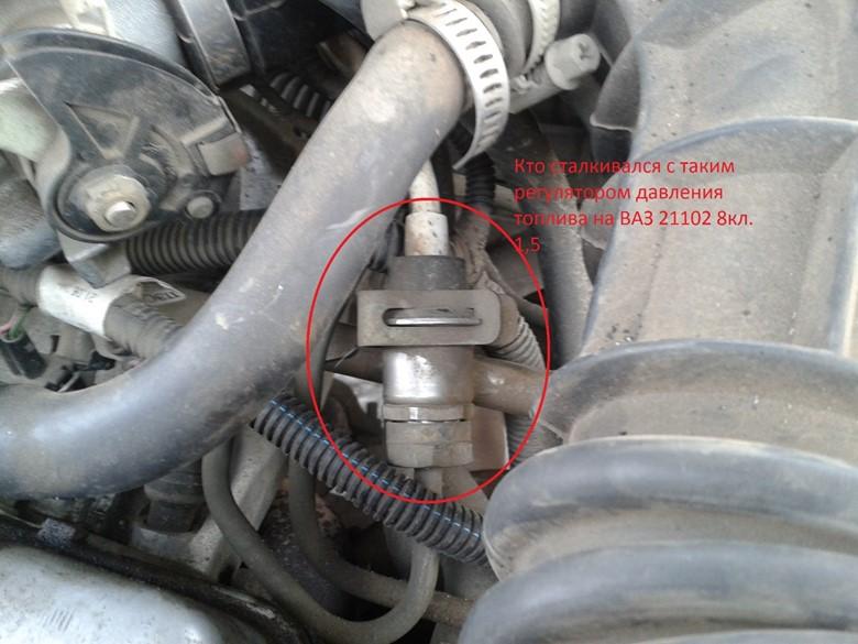 расположение регулятора давления топлива в двигателе