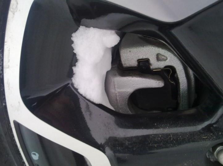 Примерзли тормозные колодки, фото