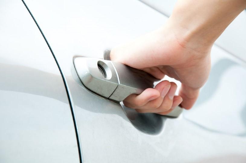 Двери автомобиля не закрываются