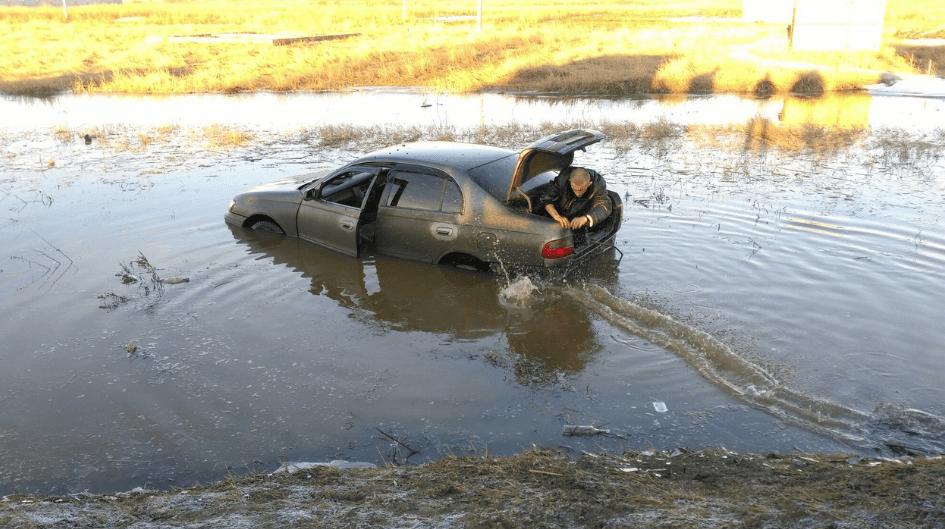 Автомобиль утопленник, фото