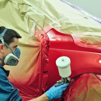 malowanie samochodu na czerwono
