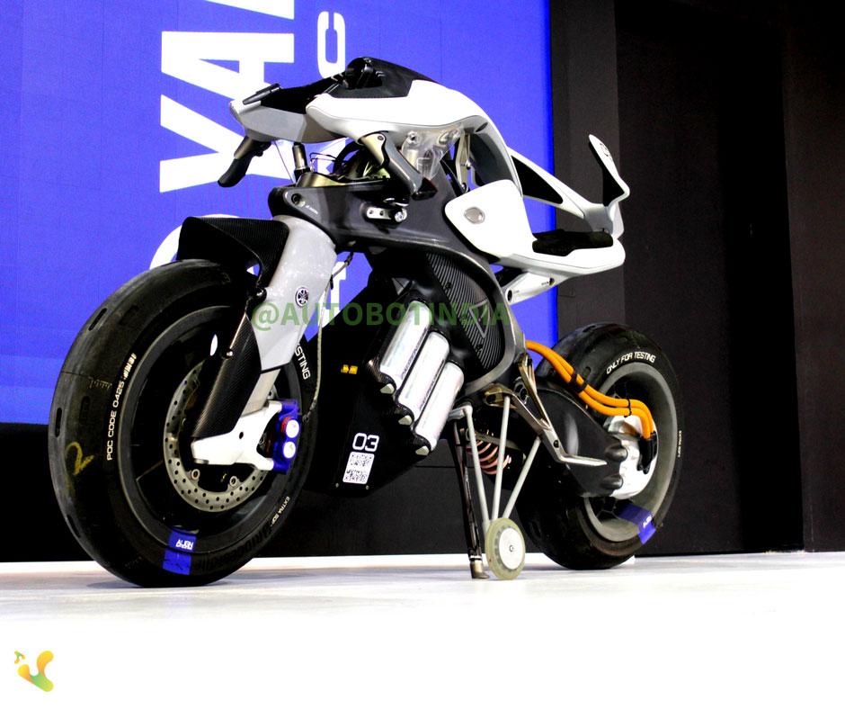 Yamaha MOTOROiD Autonomous Bike Showcased auto expo 2018