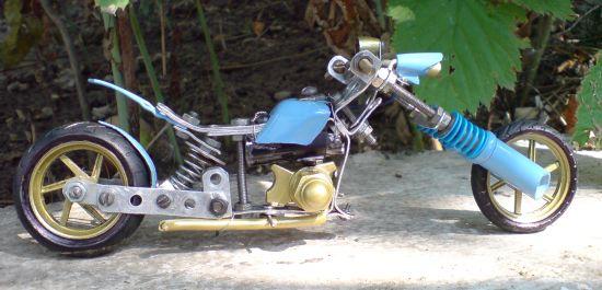 Scale souvenir motorbike models  3
