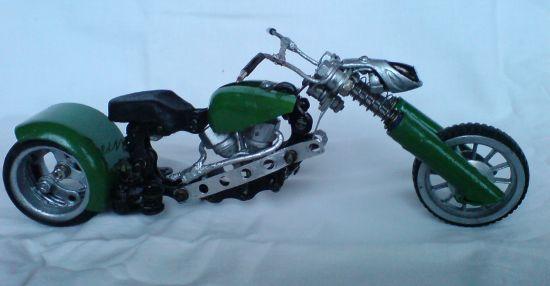 Scale souvenir motorbike models  4