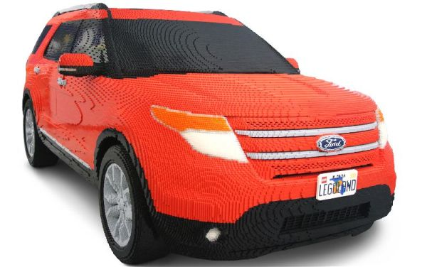 Legoland-Ford-Explorer-Front-Three-Quarter