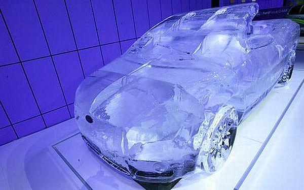14-coolest-ice-car-sculptures-03