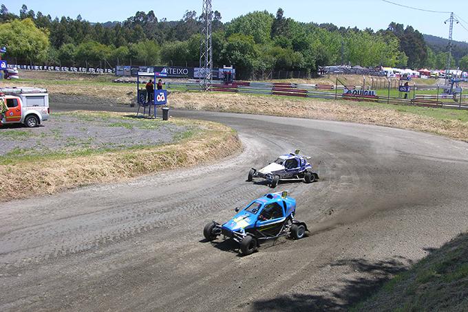 pilotos en la pista del Autocross Arteixo