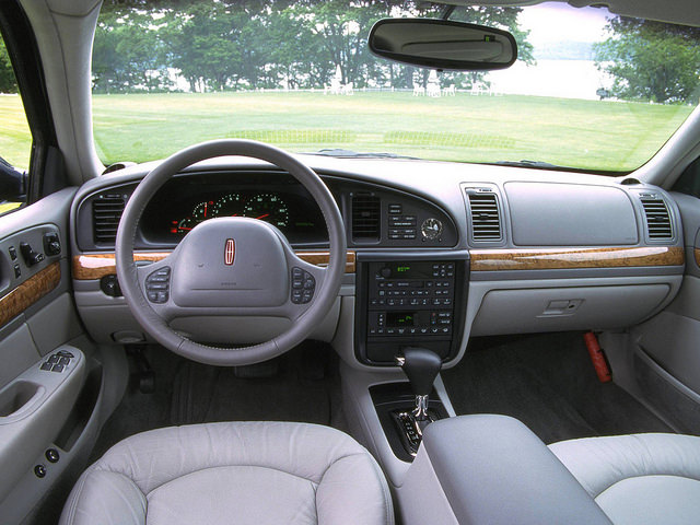 1998–2002 Lincoln Continental салон