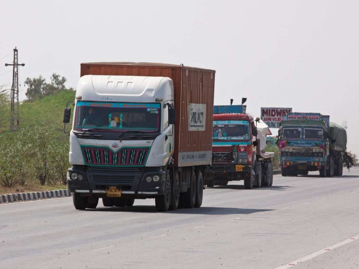 Truck rental business slumps 10% on poor cargo availability