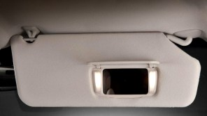 Chrysler отзовёт автомобили из-за макияжных зеркал
