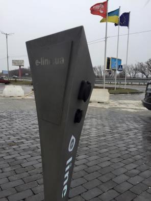Компания E-Line установила две электрозаправки на бориспольской трассе