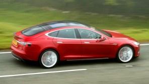 Власти Сингапура отказались признать Tesla экологичным автомобилем