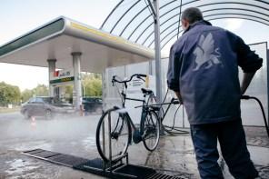 Во Львове открылась первая мойка для велосипедов