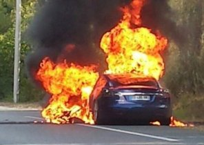 Tesla Model S полностью сгорела за 5 минут во время тест-драйва