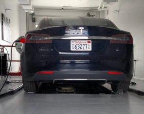 Зарядные станции Tesla научат контролировать температуру батарей