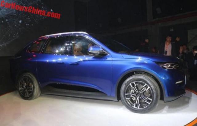 В Китае представили конкурента Tesla Model X по цене Model 3