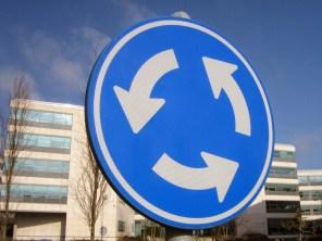 Полиция: Знаки имеют приоритет над новыми правилами проезда круговых перекрестков