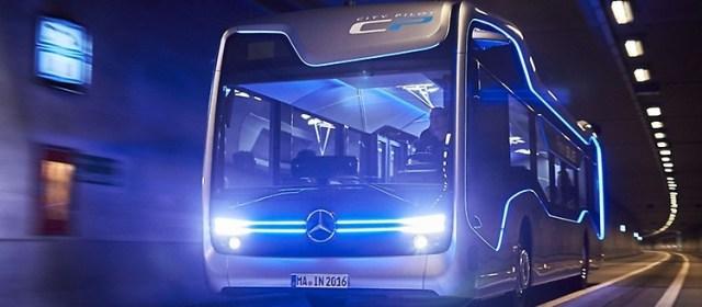 Автобусы Mercedes научат экстренному торможению перед пешеходами