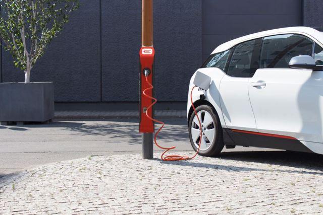 В Украине начнут продавать инновационные немецкие зарядные станции easycharge
