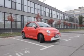Видео: Смотрите, какая дичь! Электрический Fiat 500e