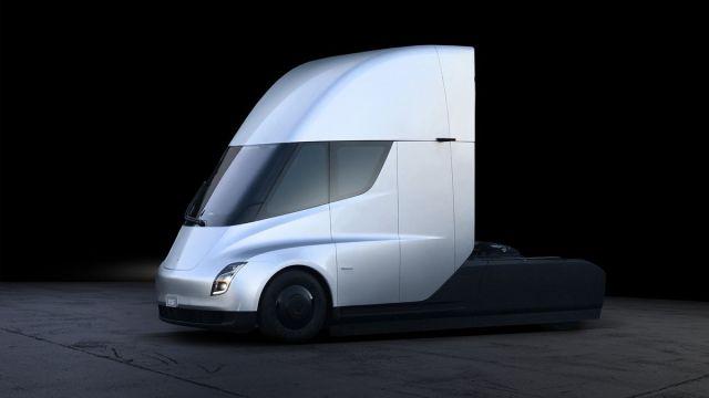 Какие компании предзаказали электрогрузовик Tesla Semi в 2017 году: полный список