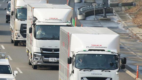 В Японии начались испытания колонн беспилотных грузовиков
