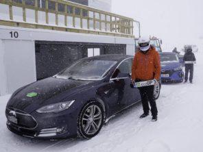 В горах Европы прошла первая в мире гонка электромобилей по заснеженным дорогам