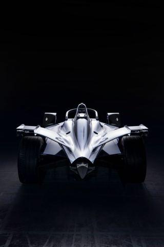 Nissan в Киеве показал, как будет выглядеть их первый болид для гонок в Formula E