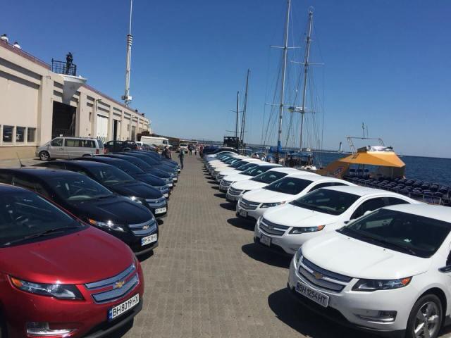 """В Одессе впервые прошла массовая """"сходка"""" владельцев гибридных Chevrolet Volt"""