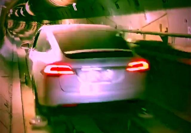 Видео дня: кроссовер Tesla Model X проехал по туннелю The Boring Company