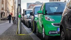 Где встал, там и зарядился: В Киеве хотят оборудовать фонарные столбы зарядными станциями для электромобилей