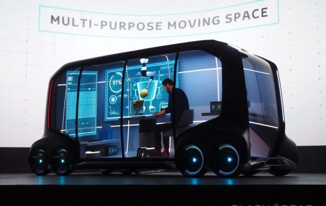 Без водителя, зато с педалями: Toyota запатентовала необычный электромобиль