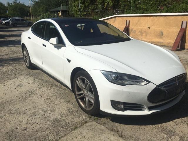 Как тебе такое, Илон Маск: у украинца на таможне конфисковали Tesla Model S на евробляхах