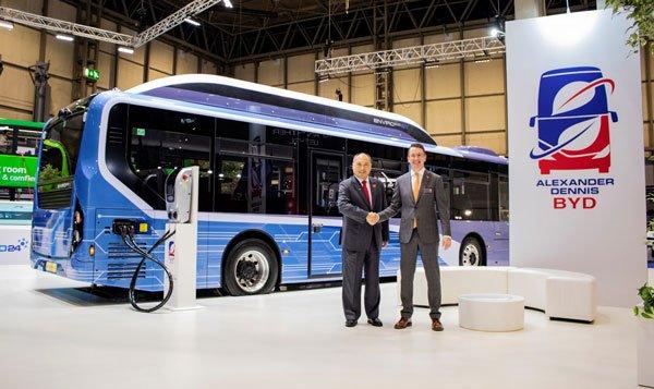 Все свое вожу с собой: BYD представил 10-метровый электробус с мобильной зарядной станцией