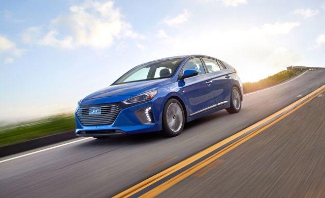 """Зеленый свет - """"зеленым"""" авто: Рада сохранила все льготы для электромобилей до 2022 года"""