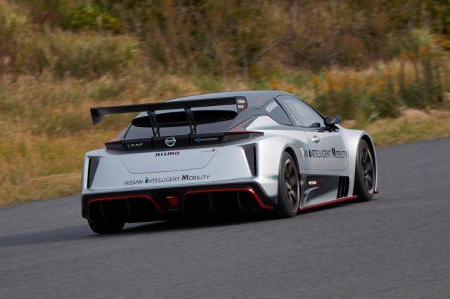 Полный привод и два двигателя: в Японии представили гоночный электромобиль Nissan Leaf NISMO RC