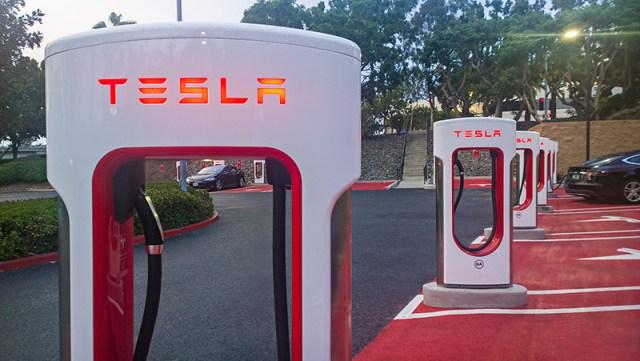 Илон Маск раскрыл планы по развитию сети Supercharger: зарядок будет вдвое больше и они станут мощнее