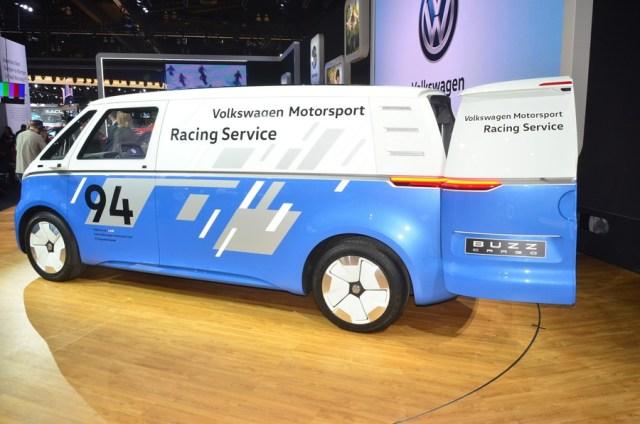 Volkswagen представил электрофургон I.D.Buzz Cargo с солнечной батареей: все характеристики и фото