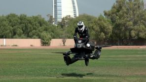 Полицейских Дубая пересадили на летающие электробайки