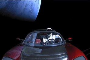 Электромобиль Tesla Roadster со скафандром вместо водителя достиг орбиты Марса