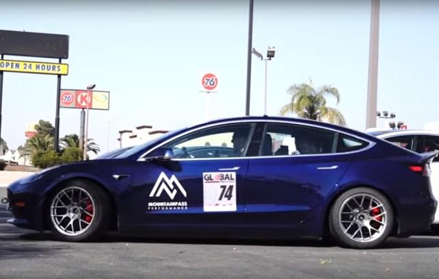 Tesla исключили из популярных соревнований: причина удивила своей простотой