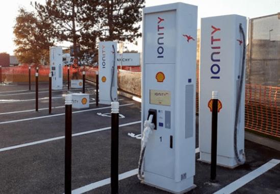 Крупнейшая нефтяная компания установила сеть скоростных электрозаправок во Франции